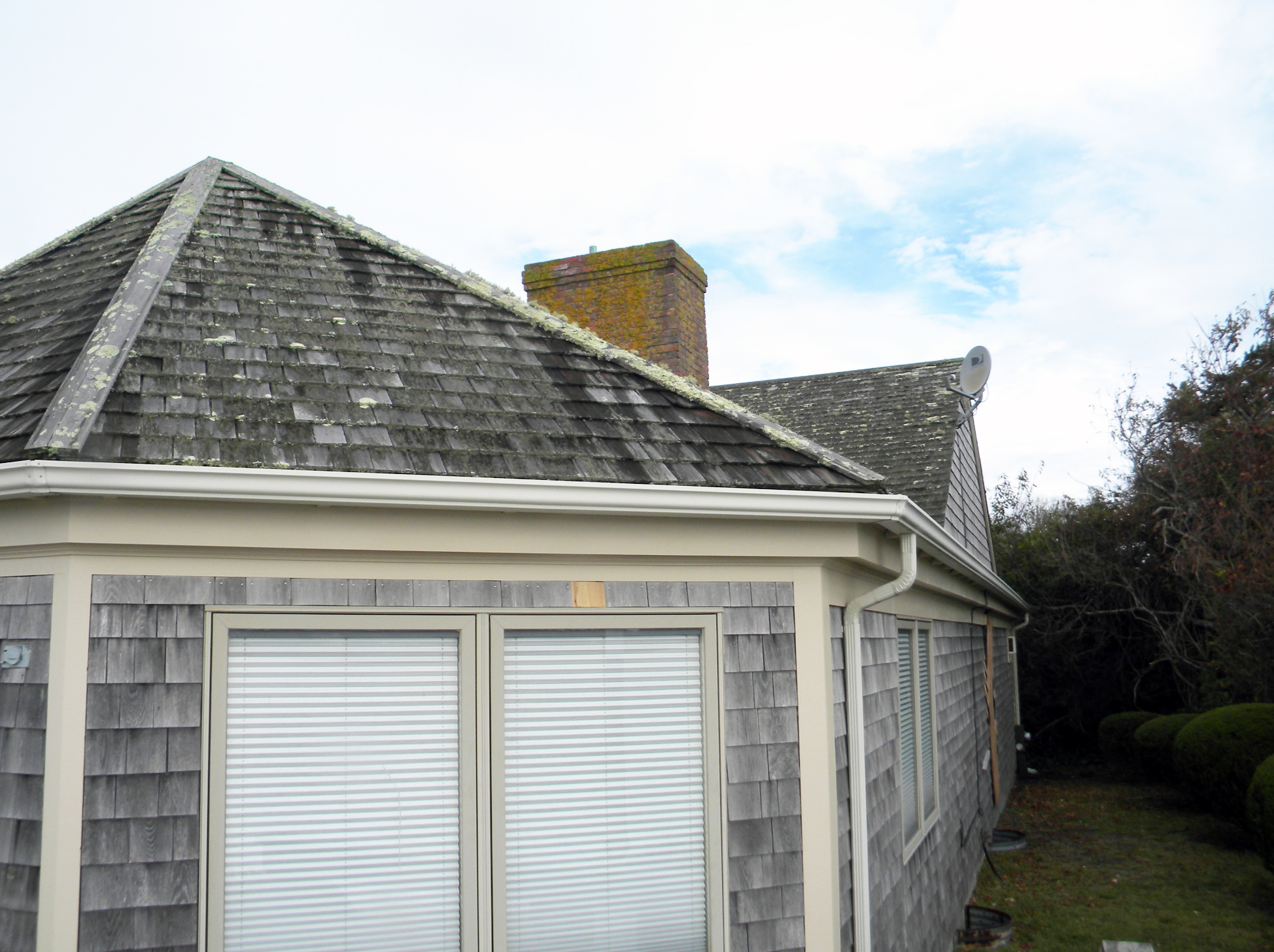 Roof Cleaning Cape Cod MA & House Washing Portfolio | Clean My Roof LLC memphite.com